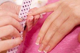 French Nails gelingen mit einem Maniküre Set besonders gut