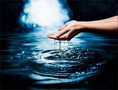 Hände in Wasser