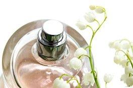 Flakon eines Damenparfums