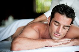 Auch eine Massage entspannt die Muskeln