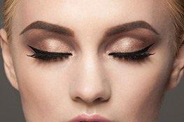 Augen-Make-up mit Melody Lashes