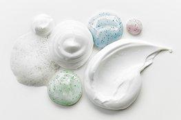 Pflegeprodukte mit unterschiedlichen Texturen
