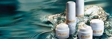 Pflege Produke von LA MER im Wasser